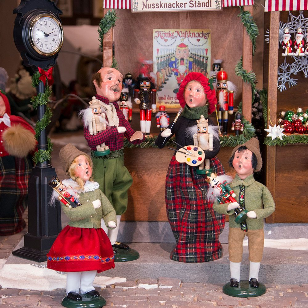 Byers' Choice - Christmas Market Collection Carolers